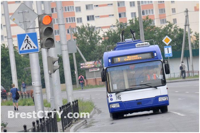 Троллейбус №9 в Бресте, способный ездить без рог