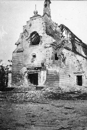 Гарнизонный храм в Брестской крепости после боев. Лето 1941
