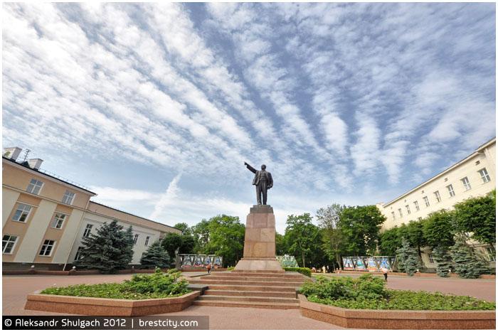 Ленин под облаками