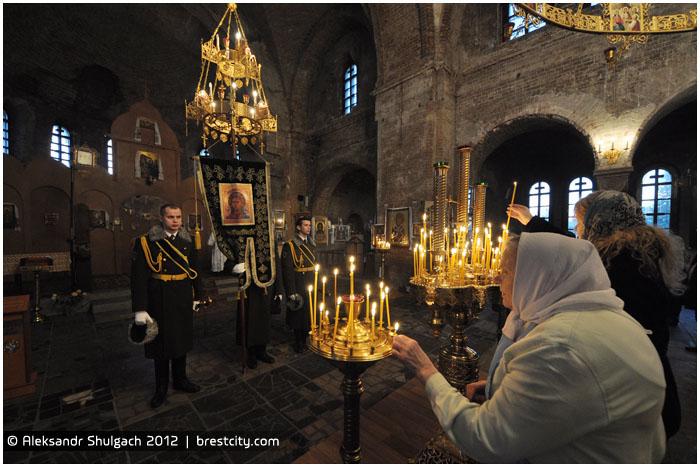 Богослужение в Свято-Николаевском гарнизонном соборе Брестской крепости