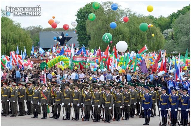 Торжественный митинг в Брестской крепости