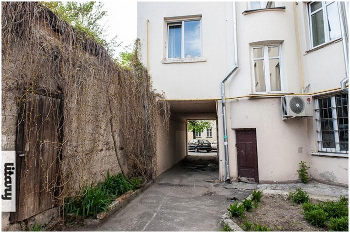 Двор на улице Островского в Бресте