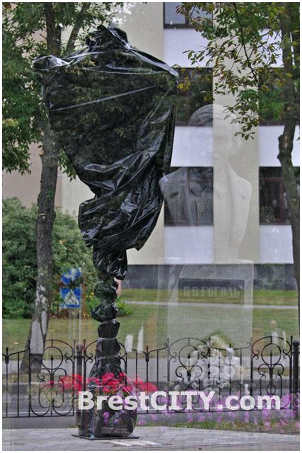 Аллея фонарей на улице Гоголя в Бресте