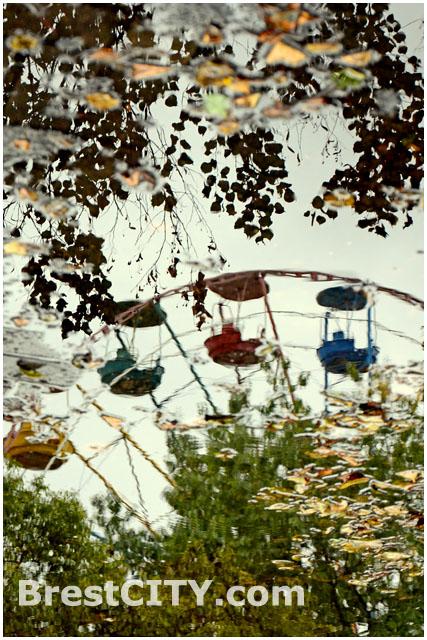 Осенний пейзаж. Городской парк. Колесо обозрения