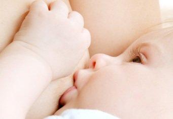 Кормление грудью ребенка (малыша)