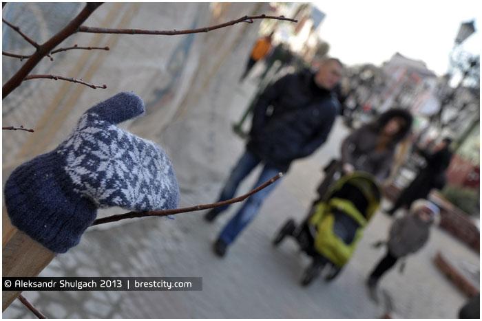 Варежка на улице Советской в Бресте