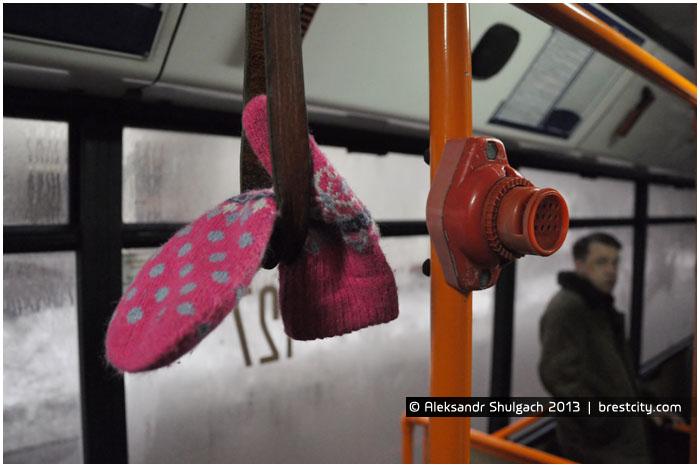 Варежка, оставленная в троллейбусе