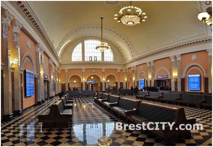 Зал ожидания Брестского вокзала после реконструкции.