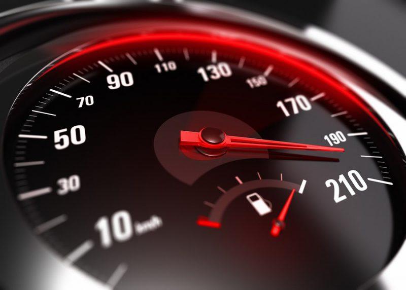 """В Бресте """"лихач"""" на Mersedes превысил скорость на 103 км/ч"""