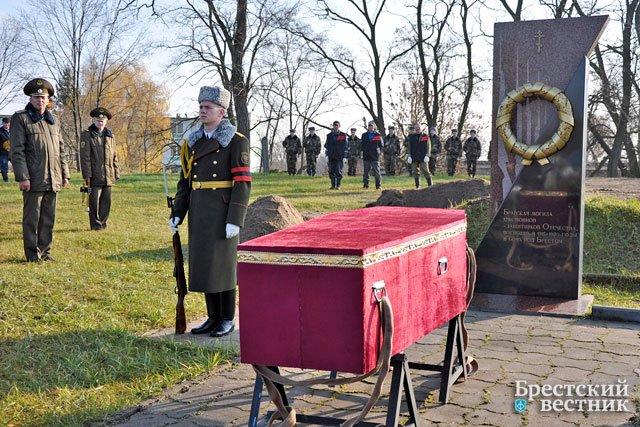 Перезахоронение на гарнизонном кладбище в Бресте