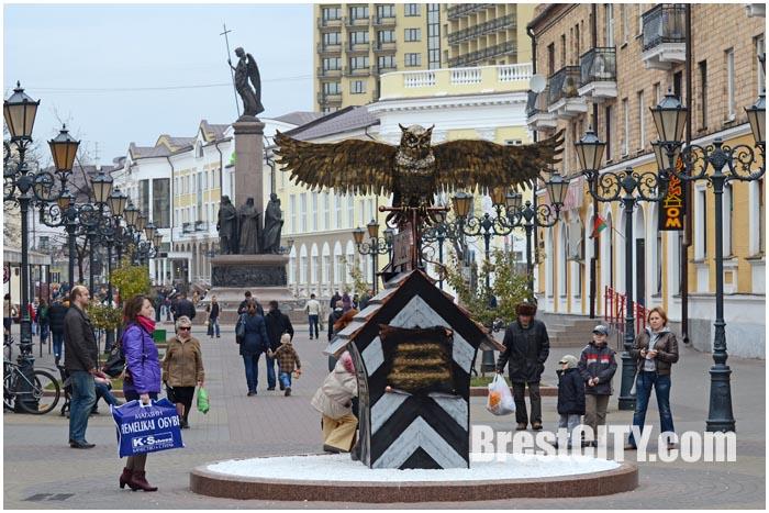 Новая скульптурная композиция на ул. Советской в Бресте.